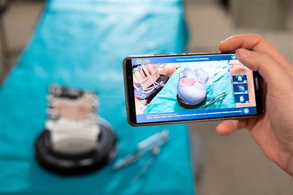 The first hybrid neurosurgical simulator based on physical and augmented reality.